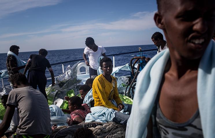 У побережья Испании за выходные спасли почти 500 мигрантов