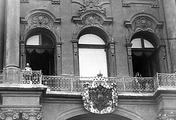 Император Николай II на балконе Зимнего дворца перед чтением манифеста о вступлении России в войну