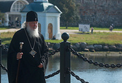 Патриарх Кирилл во время визита в Спасо-Преображенский Соловецкий монастырь