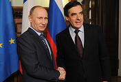 Бывший премьер-министр Франции Франсуа Фийон и президент России Владимир Путин, 2011 год