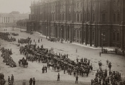 Разоружение солдат 1-го Пулемётного полка войсками Временного правительства на Дворцовой площади, 19 июля 1917 года