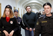 Бывший губернатор Кировской области Никита Белых (в центре)