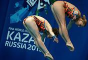 Финал соревнований по синхронным прыжкам в воду с вышки среди женщин на ЧМ-2015 в Казани