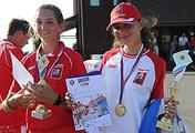 Победительница личных соревнований в гольфе на Спартакиаде учащихся России Наталья Гусева (справа)