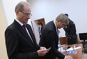 Бывший губернатор Новосибирской области Василий Юрченко (слева) во время оглашения приговора в Центральном районном суде