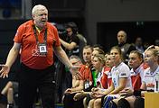 Главный тренер женской сборной России по гандболу Евгений Трефилов во время матча с командой Норвегии
