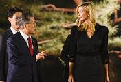 Президент Южной Кореи Мун Чжэ Ин и старший советник президента США Иванка Трампа