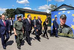 Президент Украины Петр Порошенко и премьер-министр Молдавии Павел Филип