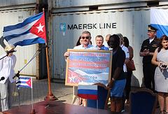 Посол России на Кубе Михаил Камынин (в центре)
