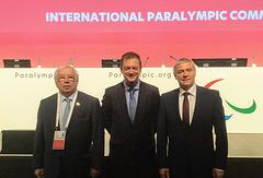 Глава ПКР Владимир Лукин, глава МПК Эндрю Парсонс и первый вице-президент ПКР Павел Рожков