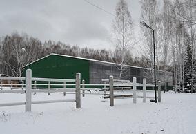 """На территории конного клуба """"Аллюр"""""""