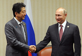 Синдзо Абэ и Владимир Путин