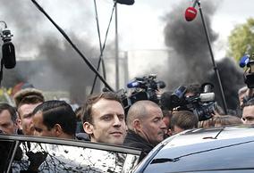 Эмманюэль Макарон покидает завод компании Whirlpool, Амьен, 26 апреля
