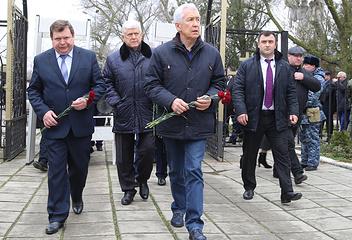Временно исполняющий обязанности главы Дагестана Владимир Васильев (в центре)