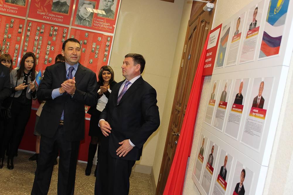 Чрезвычайный и Полномочный Посол республики Казахстан в России Галым Оразбаков и ректор УрФУ Виктор Кокшаров (слева направо)
