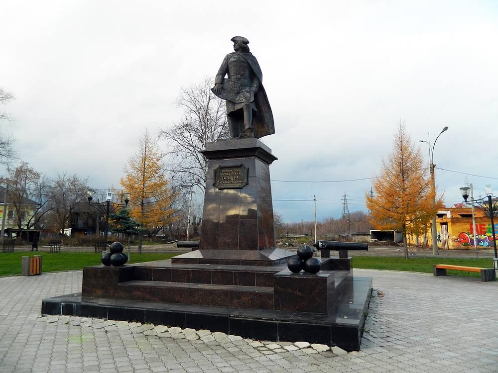 Памятник Василию Татищеву в Перми
