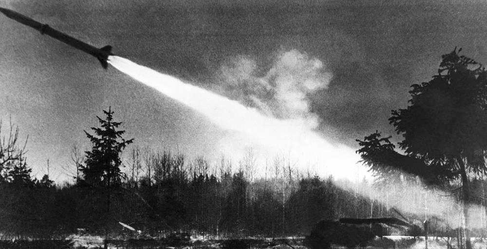 Старт оперативно-тактической ракеты Р-17. 1968 год