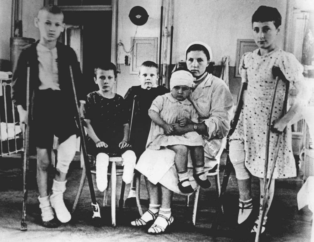 Дети блокадного Ленинграда.1942 г.