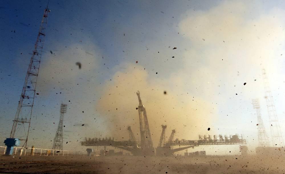 "Старт с космодрома Байконур пилотируемого корабля ""Союз ТМА-11М"" с олимпийским факелом «Сочи-2014» на борту. 7 ноября 2013 года"
