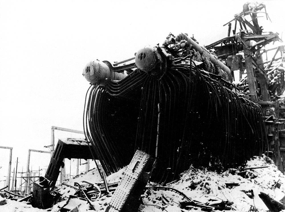 Разрушенное открытое распределительное устройство.