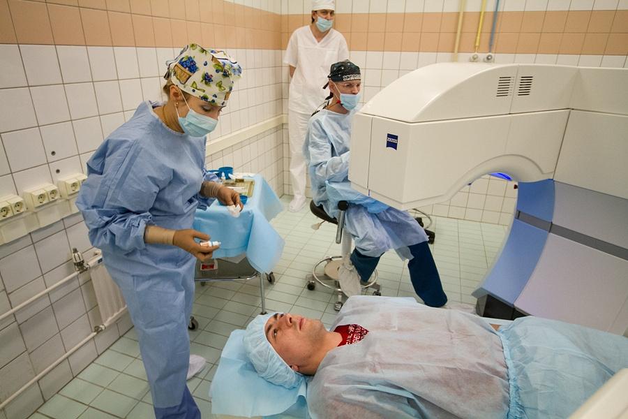 Лазерную операцию по лечению астигматизма проводит хирург Сергей Ребриков