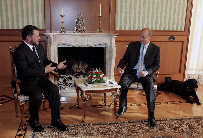 Президент России Владимир Путин  и король Абдалла II встречаются Иордании в резиденции Путина на российском черноморском курорте Сочи. 18 Август 2005 г.