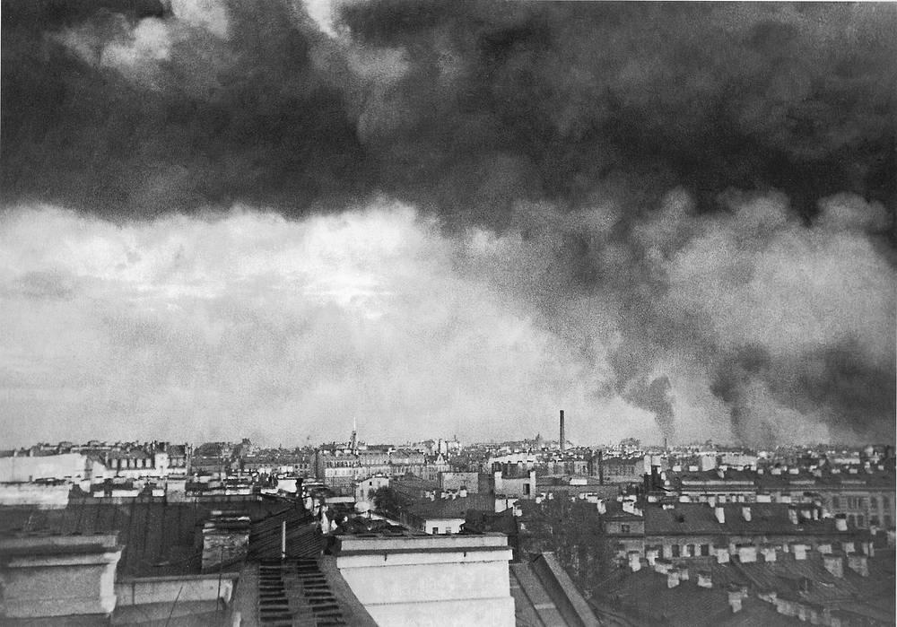 Пожары в Ленинграде после первого немецкого авианалета. 1941 г.