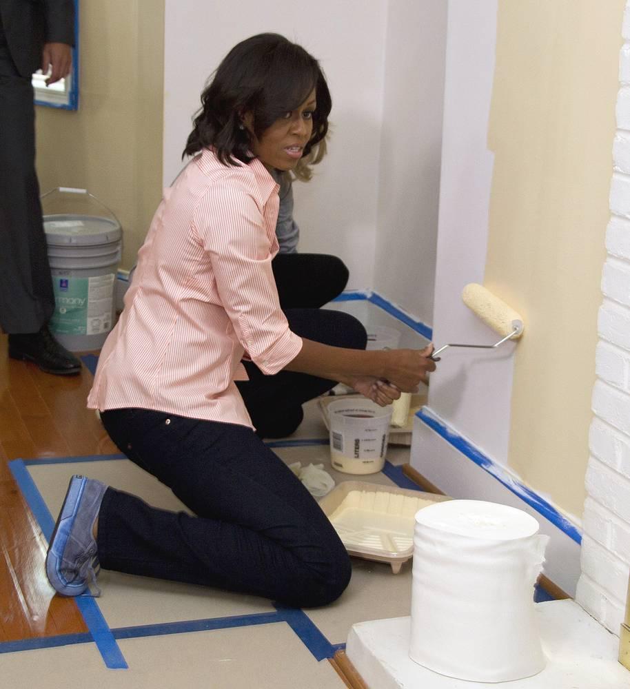 Немаловажной задачей для первой леди является помощь в трудоустройстве ветеранам вооруженных сил США. Мишель участвует в кампаниях, направленных на благоустройство жизни ветеранов.