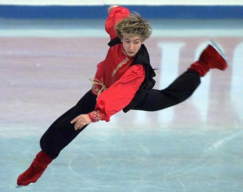 Евгений Плющенко во время выступления  в  финальном этапе  Гран-При в Санкт-Петербурге. 1999 г.