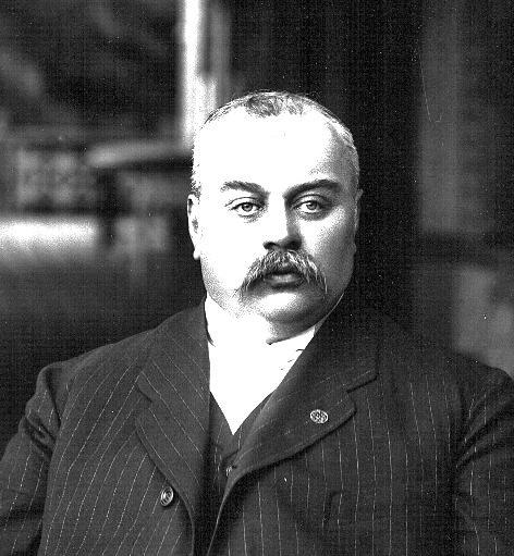 Артур Давидович Макферсон-купец, маклер фондовой биржи, активный деятель спорта,один из основателей РОК.
