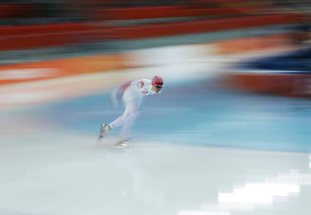 Ольга Граф во время соревнований по скоростному бегу на коньках среди женщин на 3000 метров
