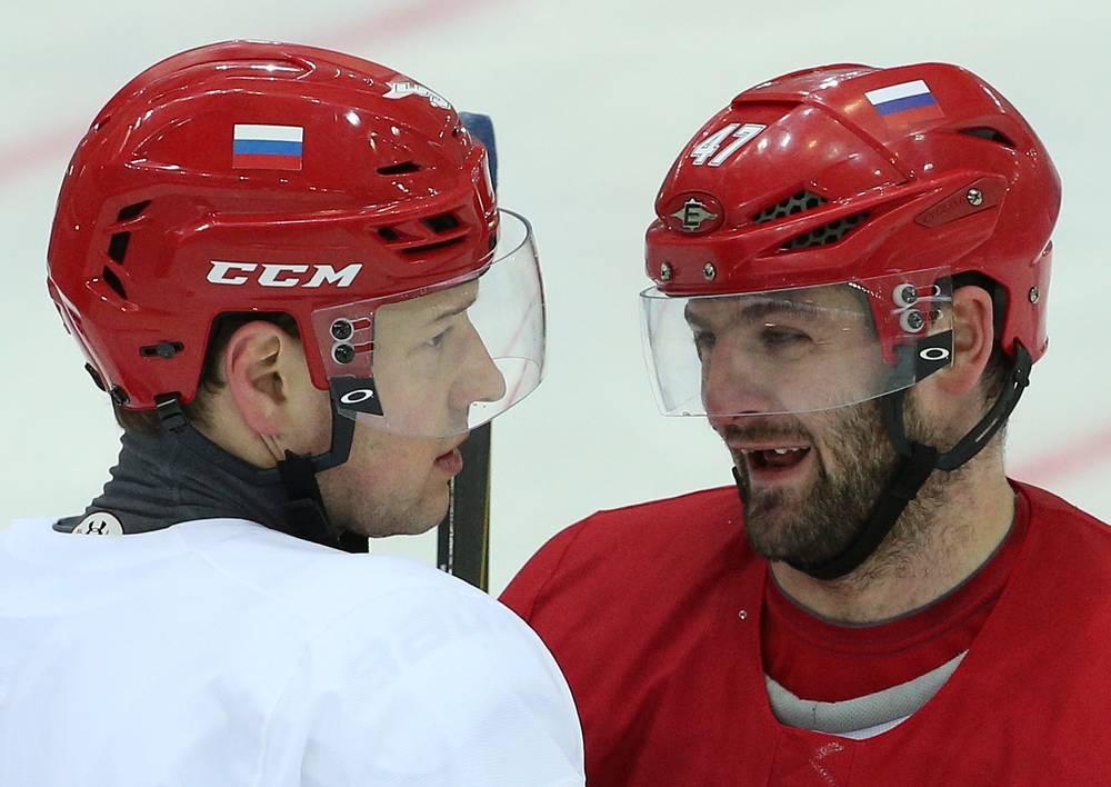 Нападающие сборной России Алексей Терещенко и Александр Радулов (слева направо)