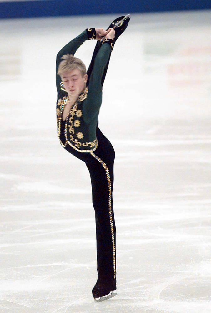 В 11 лет  спортсмен уехал в Санкт-Петербург, где стал тренироваться под руководством Алексея Мишина. В 1998 году дебютировал на чемпионате мира, где занял третье место. На фото: чемпионат Европы, 1998 г.