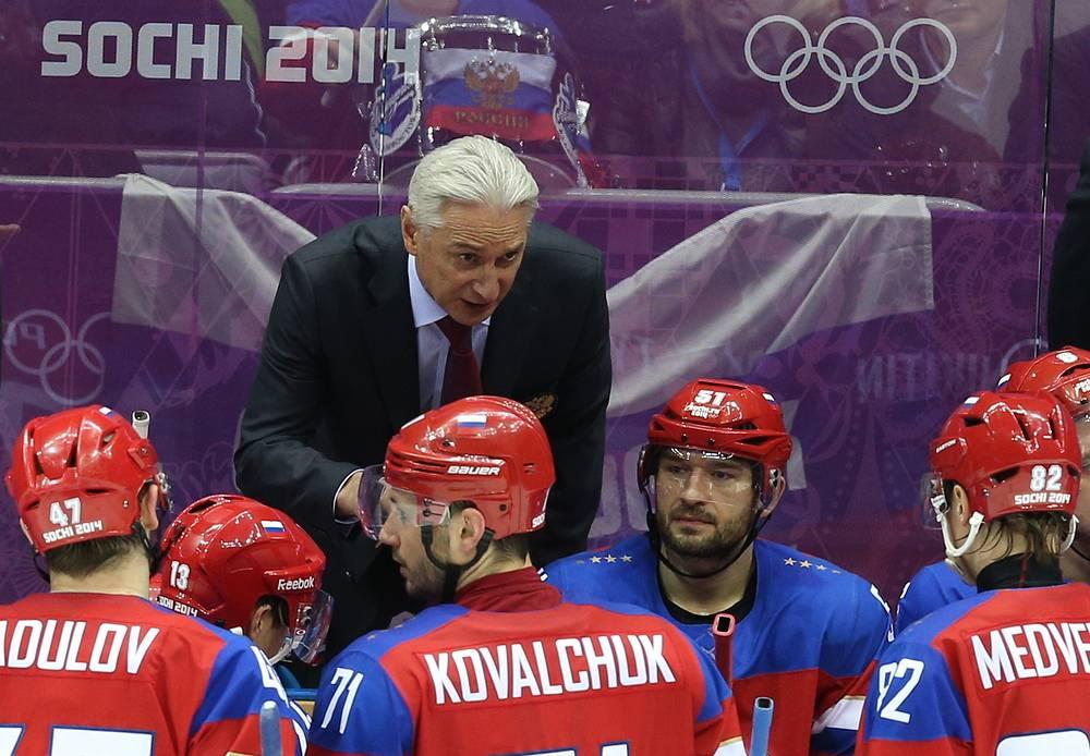 Главный тренер сборной России по хоккею Зинэтула Билялетдинов во время матча между сборными России и Норвегии