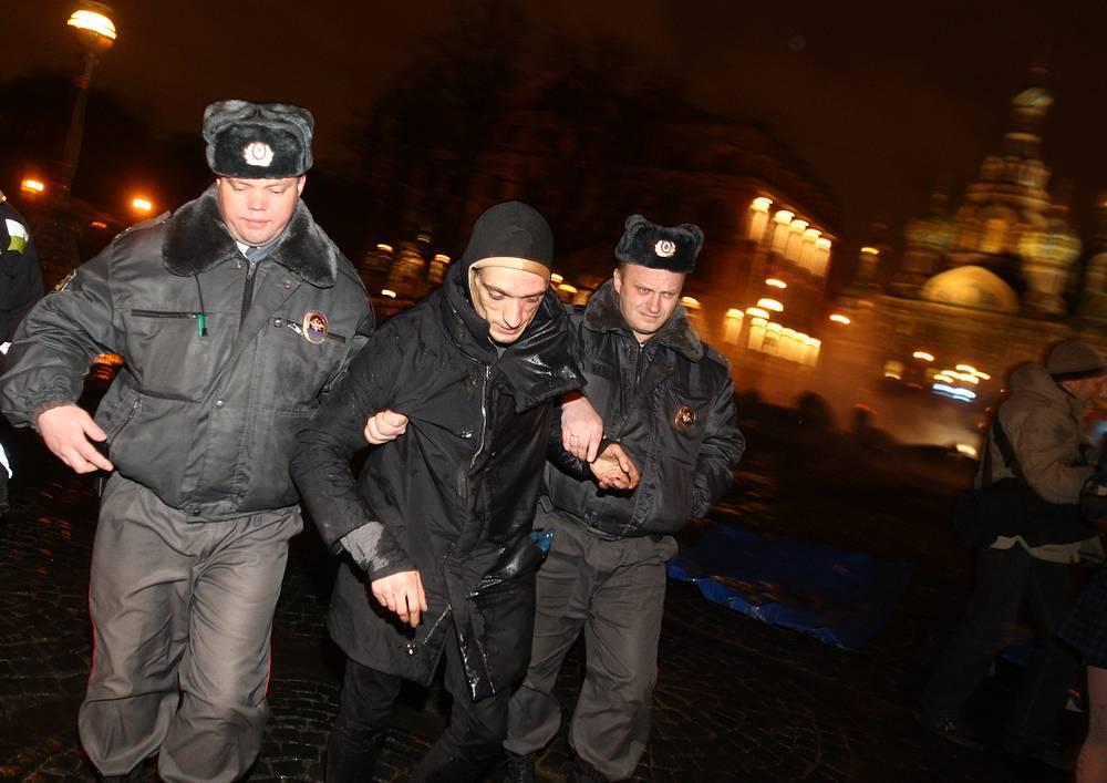 Задержание художника Петра Павленского в Санкт-Петербурге 23 февраля 2014 года