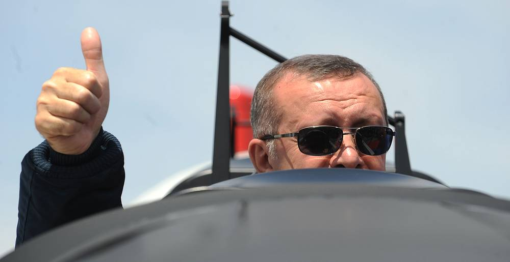 В июле 2001 года Эрдоган учредил Партию справедливости и развития, которая победила на парламентских выборах в ноябре 2002 года