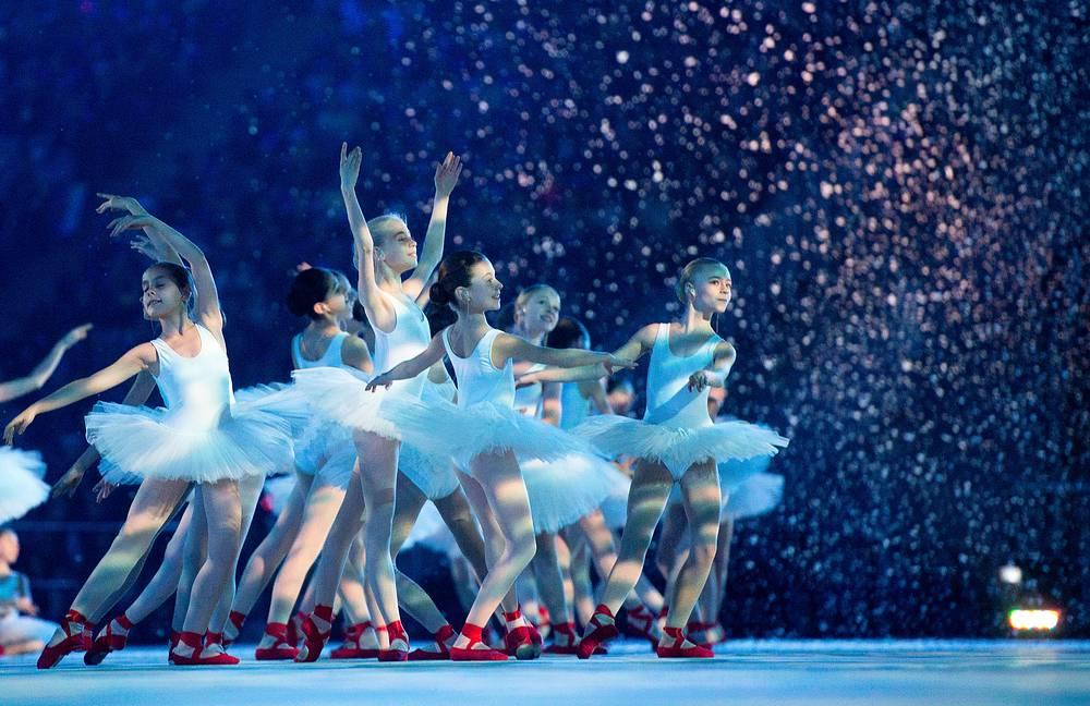 """Юные балерины исполнили """"Вальс снежинок"""""""