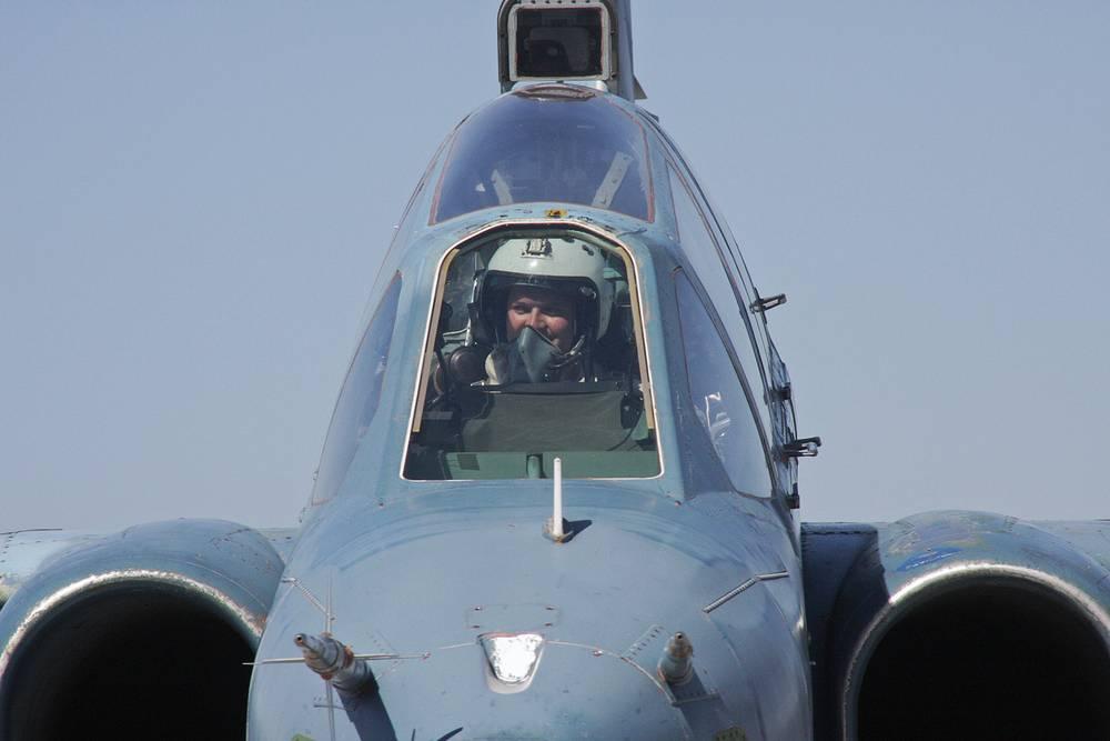 Тренировка летчиков палубной авиации Северного флота РФ