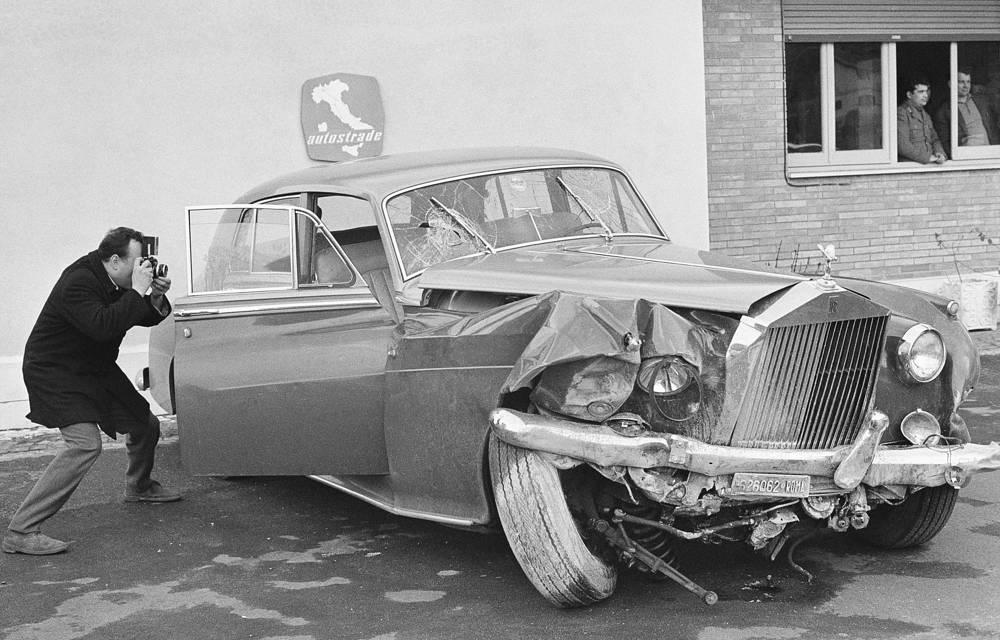 Роллс-Ройс Джины Лоллобриджиды, за рулем во время аварии был Франко Дзеффирелли