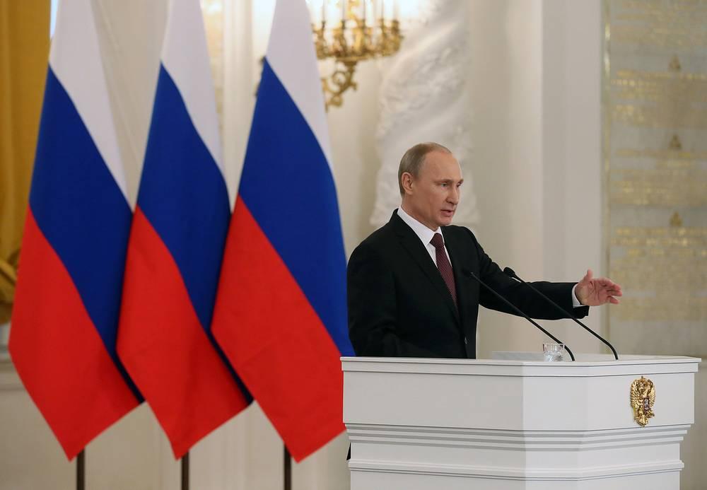 Президент России Владимир Путин выступил с заявлением в связи с обращением Крыма и Севастополя о принятии в состав Российской Федерации