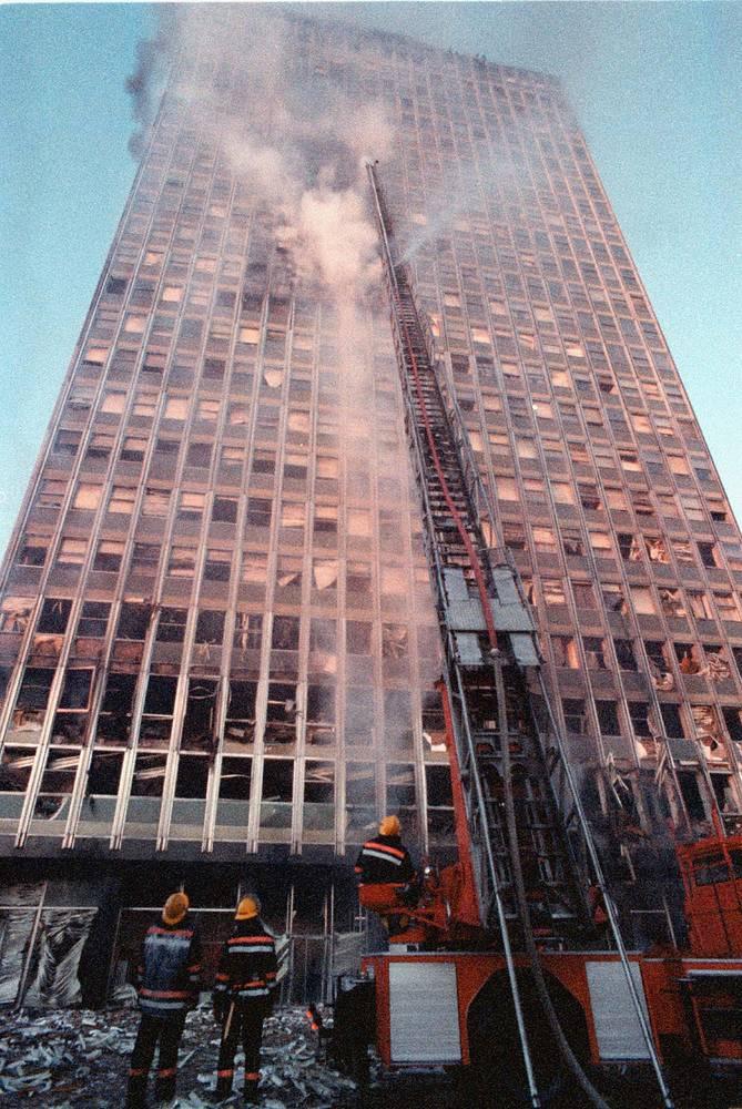 Горящее здание в Белграде, 21 апреля 1999 г.