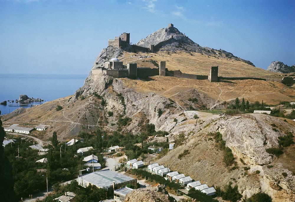 Генуэзская крепость (XIV -- XV века) в Судаке, 1972 год