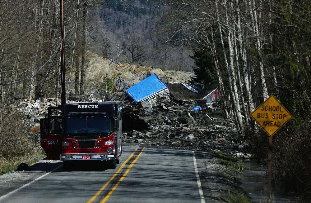 Дом, уничтоженный грязью на шоссе 530. 23 марта 2014 года - следующий день после того, как сошел оползень около города Осо, штат Вашингтон. Около 30-ти домов были смыты.