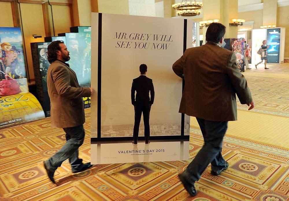 """На второй день выставки студия Universal презентовала свои премьеры, среди них картины """"Пятьдесят оттенков серого"""", """"Несломленный"""", сиквелы """"Форсажа"""", """"Гадкого я"""", """"Тупого и еще тупее 2"""""""