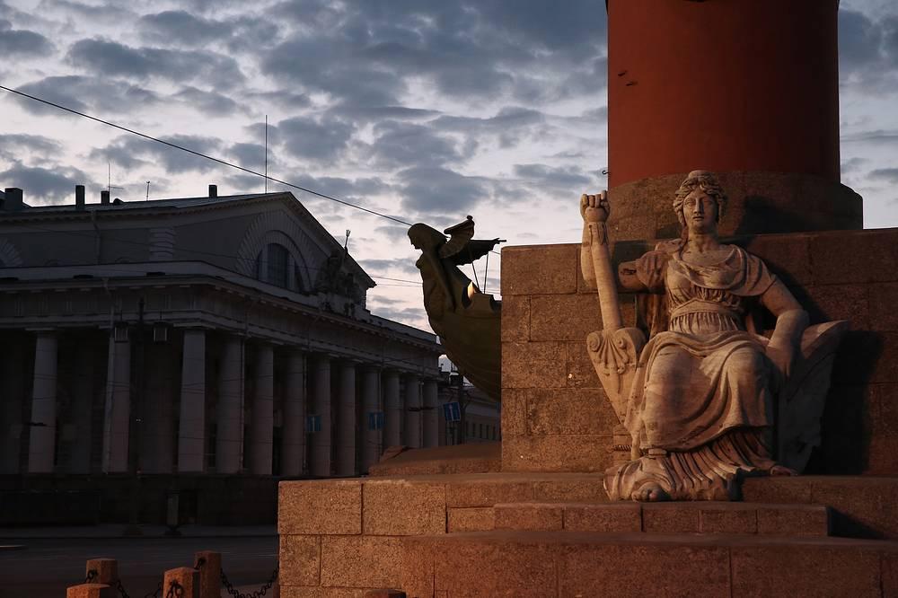 """Вид на здание Биржи во время экологической акции """"Час Земли""""."""