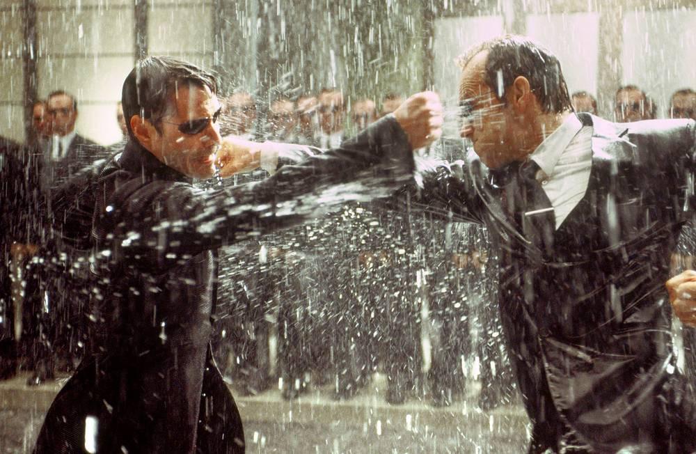 """""""Матрица"""" оказала серьёзное влияние как на последующие фильмы в жанре боевика, так и на мировую киноиндустрию в целом. На фото: Киану Ривз и Хьюго Уивинг в фильме """"Матрица: Революция"""""""