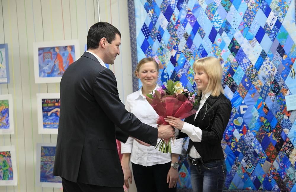 Многократный чемпион мира и Европы по боксу Евгений Макаренко поздравил паралимпийскую чемпионку Юлию Будалееву с успешным выступлением на Играх в Сочи