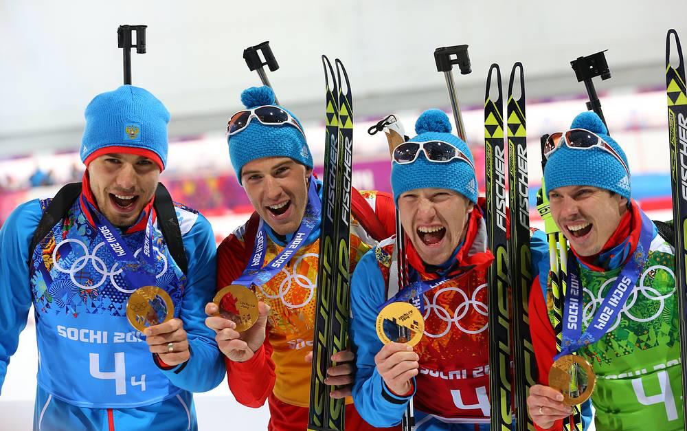 Биатлонисты сборной России завоевали золото Игр-2014 в эстафете (Евгений Устюгов - крайний справа)