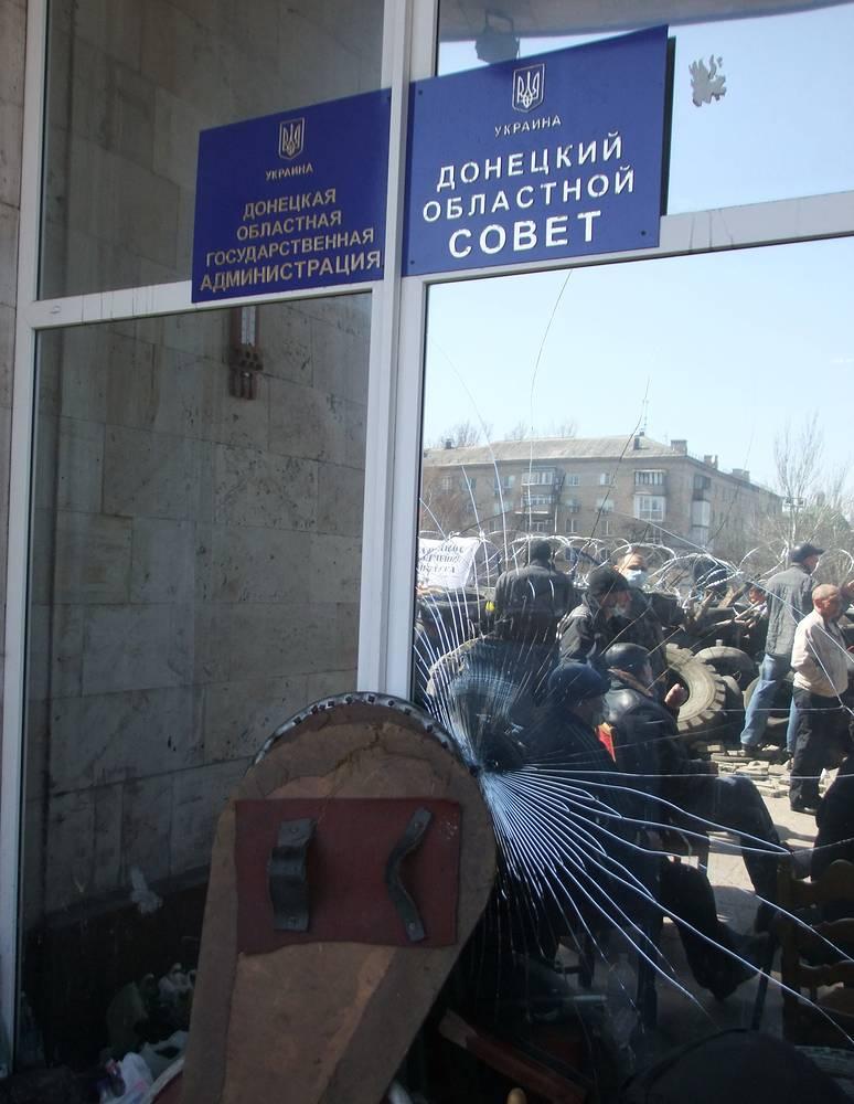 7 апреля. После митинга у здания Донецкой областной администрации
