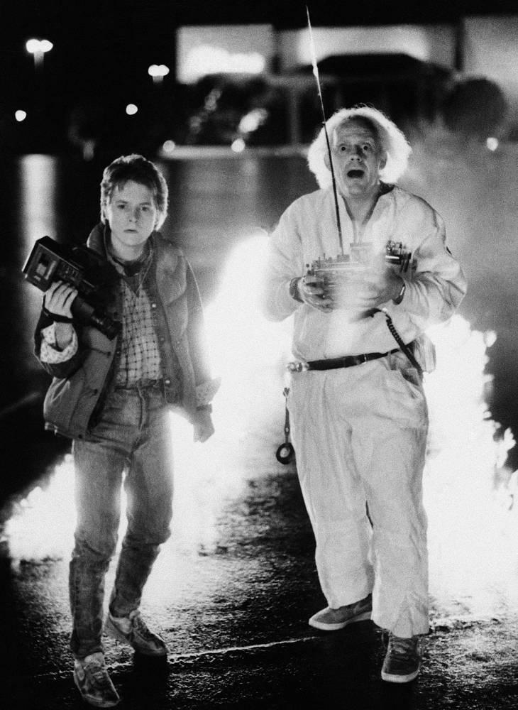 Среди известных актеров болезнь была диагностирована у Майкла Джея Фокса. В 1991 году актер узнал о болезни, однако публично признался в этом в 1998 году. В связи с ухудшением здоровья в 2000 году он перестал активно сниматься в кино и работать на телевидении